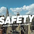 Nouvelle démonstration de sécurité pour air new zealand...une parodie d'hollywood et des frenchy