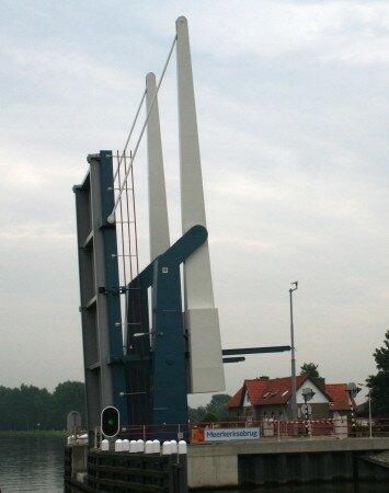 un des nombreux pont levis