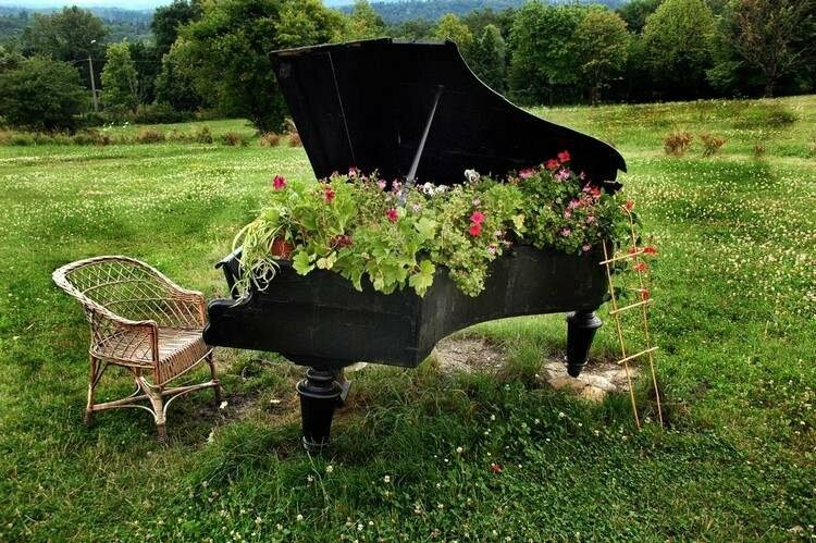 décoration-de-jardin-piano-queue-transformé-cache-pot