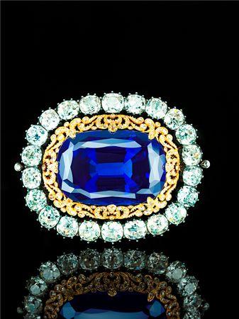 Sapphire_brooch