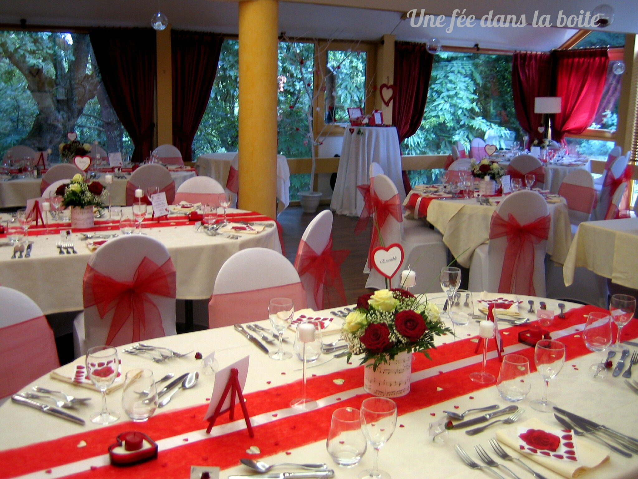 deco table mariage rouge et ivoire. Black Bedroom Furniture Sets. Home Design Ideas