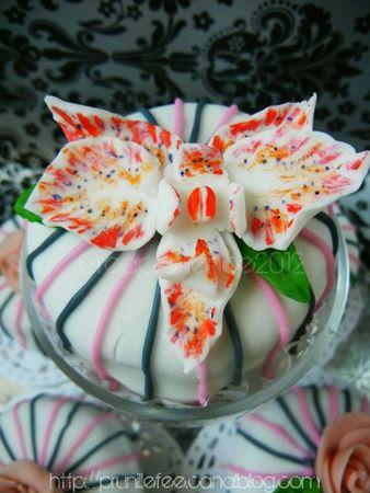 gateaux d anniversaire mini cakes fleuris fleurs en p 226 te 224 sucre roses et orchid 233 e