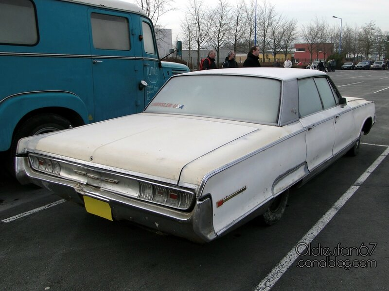 chrysler-new-yorker-sedan-1965-04