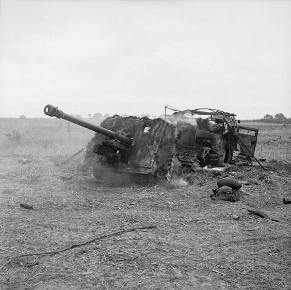 600px-The_British_Army_in_Normandy_1944_B7439