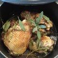 Petite cocotte de poulet au thym et à la sauge
