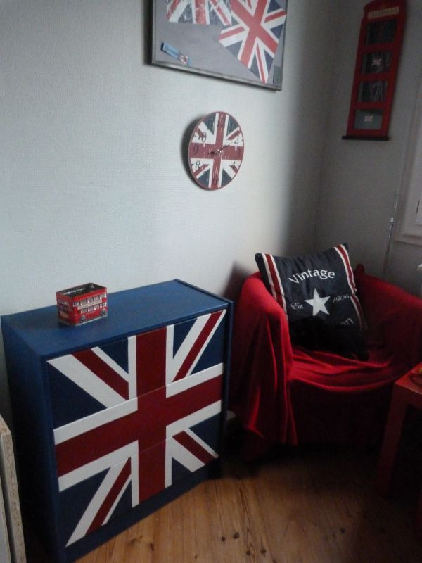 drapeau anglais et rouge maison design. Black Bedroom Furniture Sets. Home Design Ideas