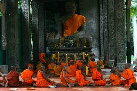 Monk_in_Angkor3