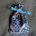 pochette en liberty strawberry pour Anne-Flore