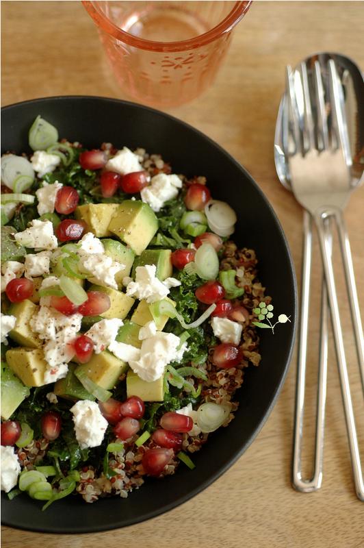 Salade quinoa, kale mariné, avocat, feta, grenade & sauce lait de coco-coriandre-curry vert_2