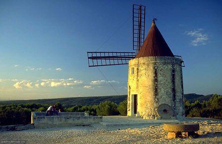 Moulin_de_Daudet_en_Provence