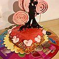 Entremet d'amoureux (base de financier, gelee aux fruits rouges, croustillant praline, mousse framboise et glacage miroir)