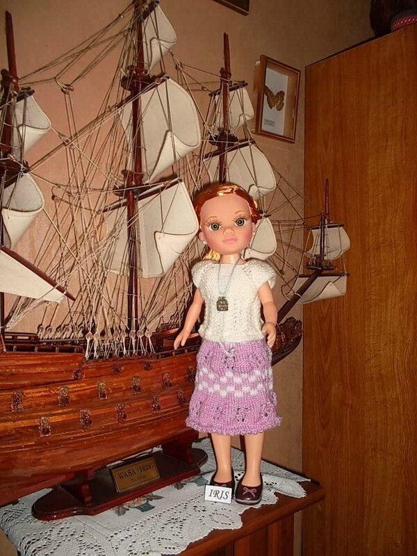 Iris & sa nouvelle tenue , la jupe ( Rolande ) un petit haut ( Nathalie )