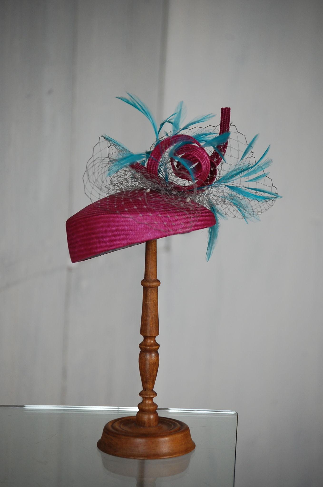 Bibi en parasisal , plumes et ruban