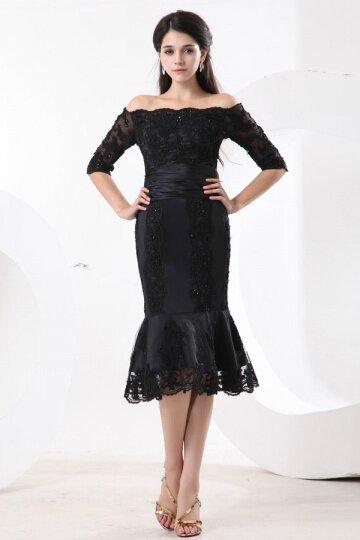 Petite robe noire de mère de mariée sirène aux dentelles ornée de bijoux