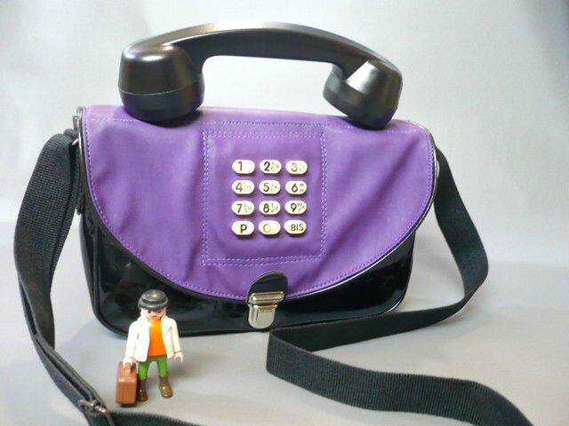 Le téléphone violet