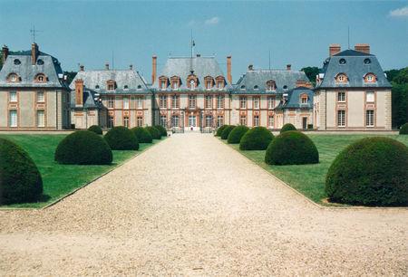 Breteuil_chateau_cote_cour