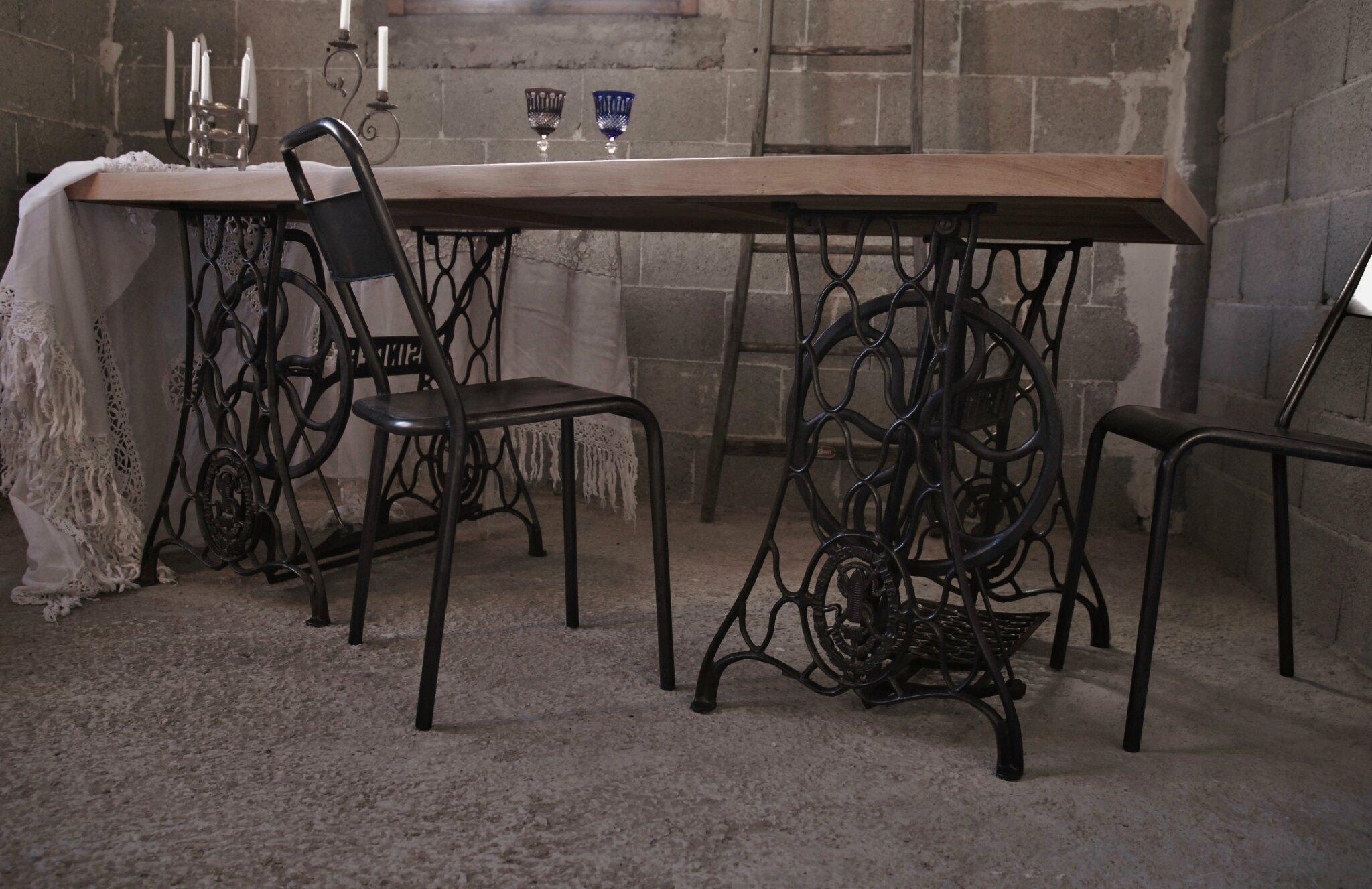 Table industrielle en orme massif vendue atelier vintage - Table de nuit industrielle ...