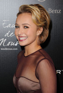 Beautiful_Hayden_Panettiere_Short_Hairstyles_05