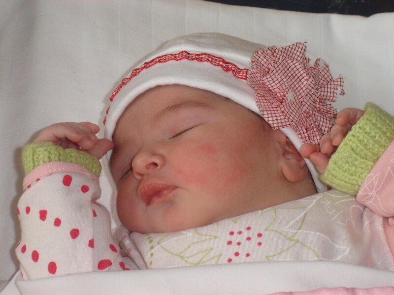 le bonnet de ma fille a sa naissance photo de customisation thalie malice. Black Bedroom Furniture Sets. Home Design Ideas