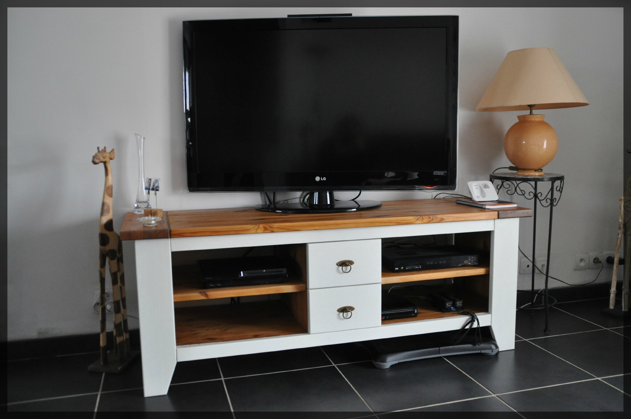 meuble tv fait maison attrayant meuble tv fait maison table a manger vintage achat vente table. Black Bedroom Furniture Sets. Home Design Ideas