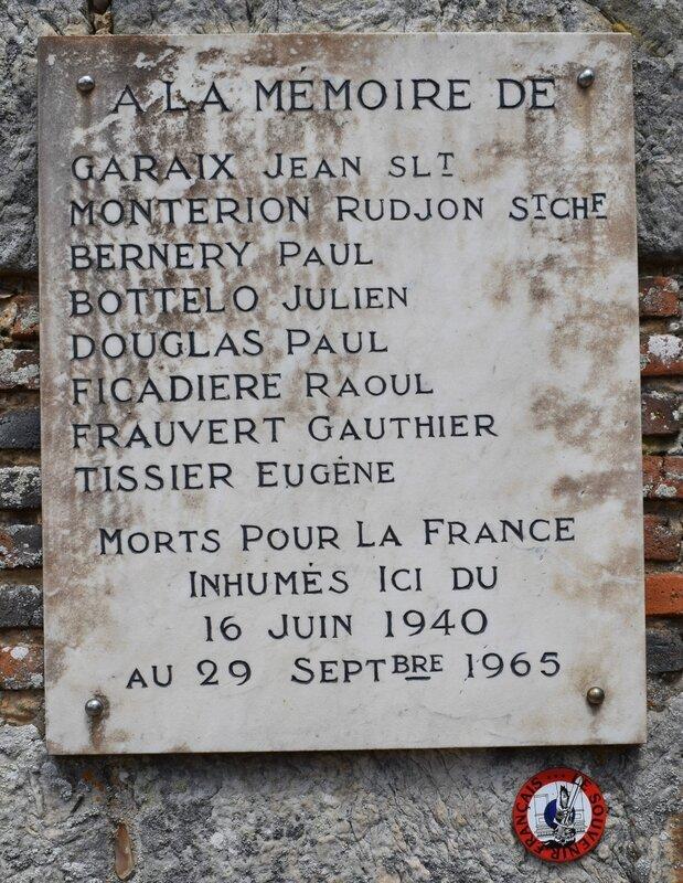 Plaque sur l'église de St Sauveur 1