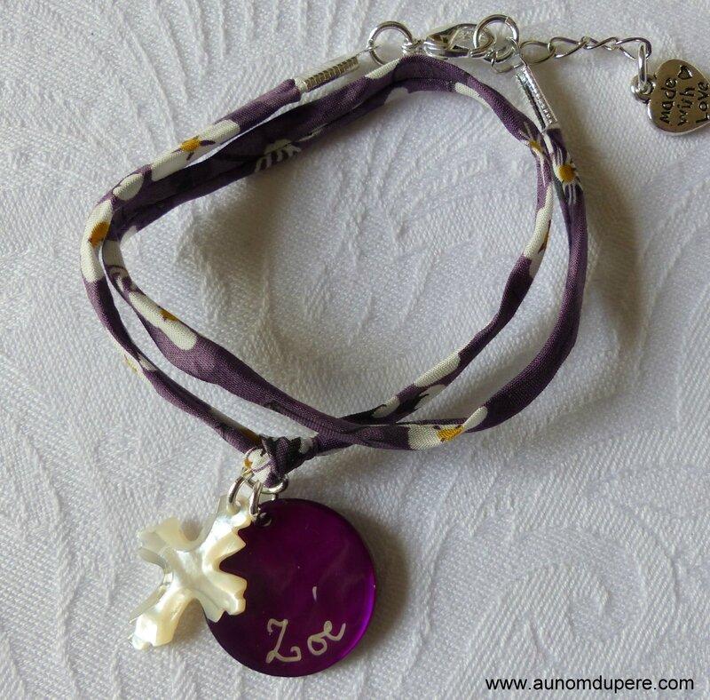 Bracelet double tour sur cordon Mitsi violet, Croix en nacre de Jérusalem 20 mm et médaille en nacre gravée