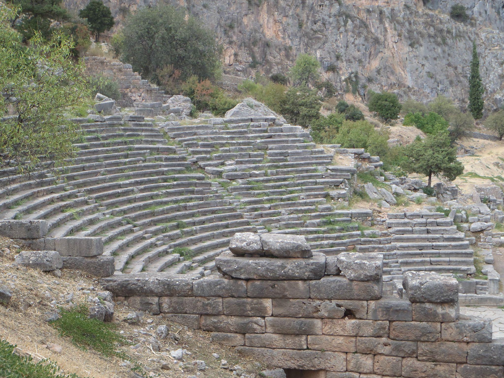 grèce delphes le theatre