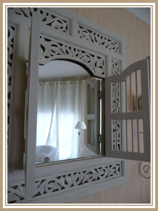 miroir indien patine argile et blanc colombe 2 photo de meubles et patine eloglossy. Black Bedroom Furniture Sets. Home Design Ideas