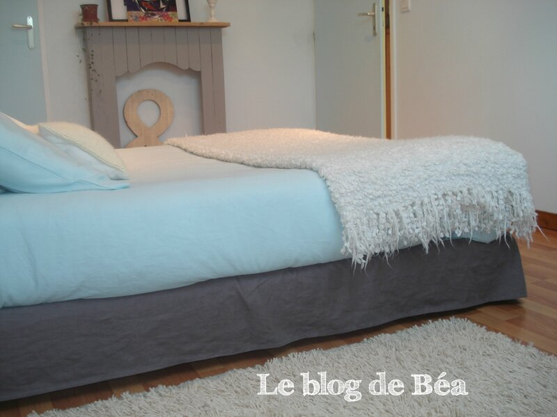 pas pas pour fabriquer la housse adapt e ma t te de lit et un cache sommier coordonnn le. Black Bedroom Furniture Sets. Home Design Ideas