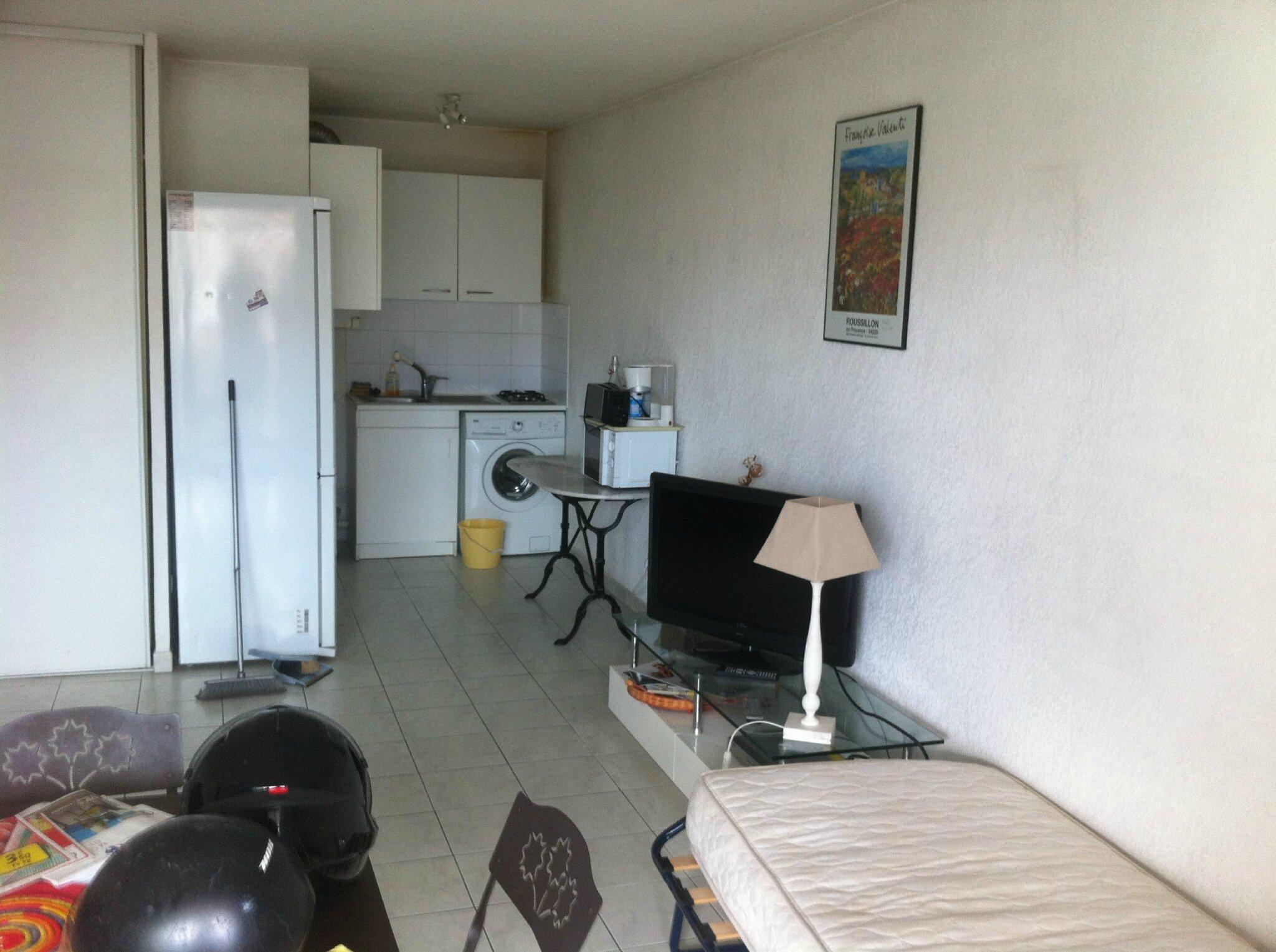 Pied plan de travail cuisine plan de travail cuisine en marbre u0026 bois pied de table rond for Comfixer un plan de travail au mur