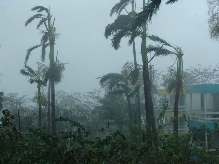 Louragan-Irma-menace-Martinique-et-Guadeloupe-758x569