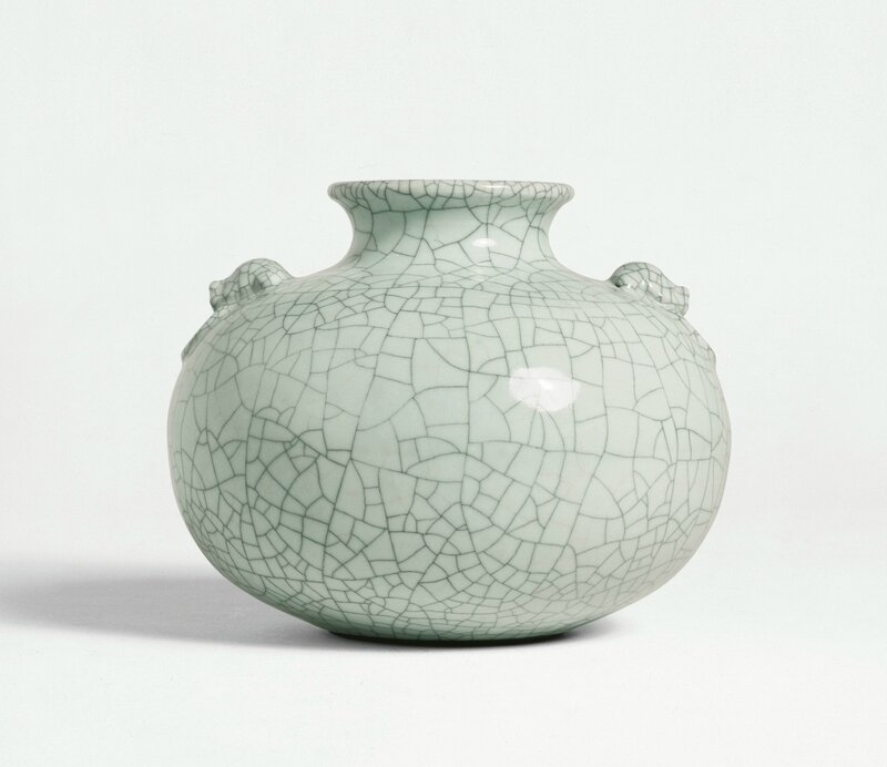 A fine and rare Ge-type vase, seal mark and period of Qianlong (1736-1795)