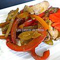 Dés de poulet et légumes sautés à la thaï