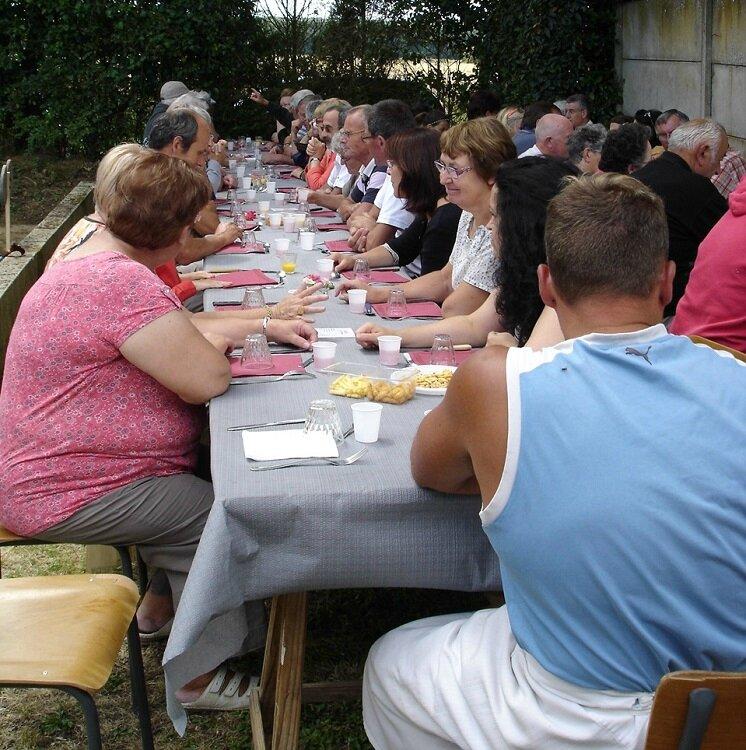 2014-07-14-repas et boule de fort-amicale laïque (15)