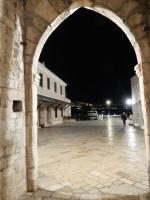 Dubrovnik, porte et pavements de marbre 150217
