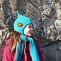 Bonnet et écharpe tricotés, lutin bleu