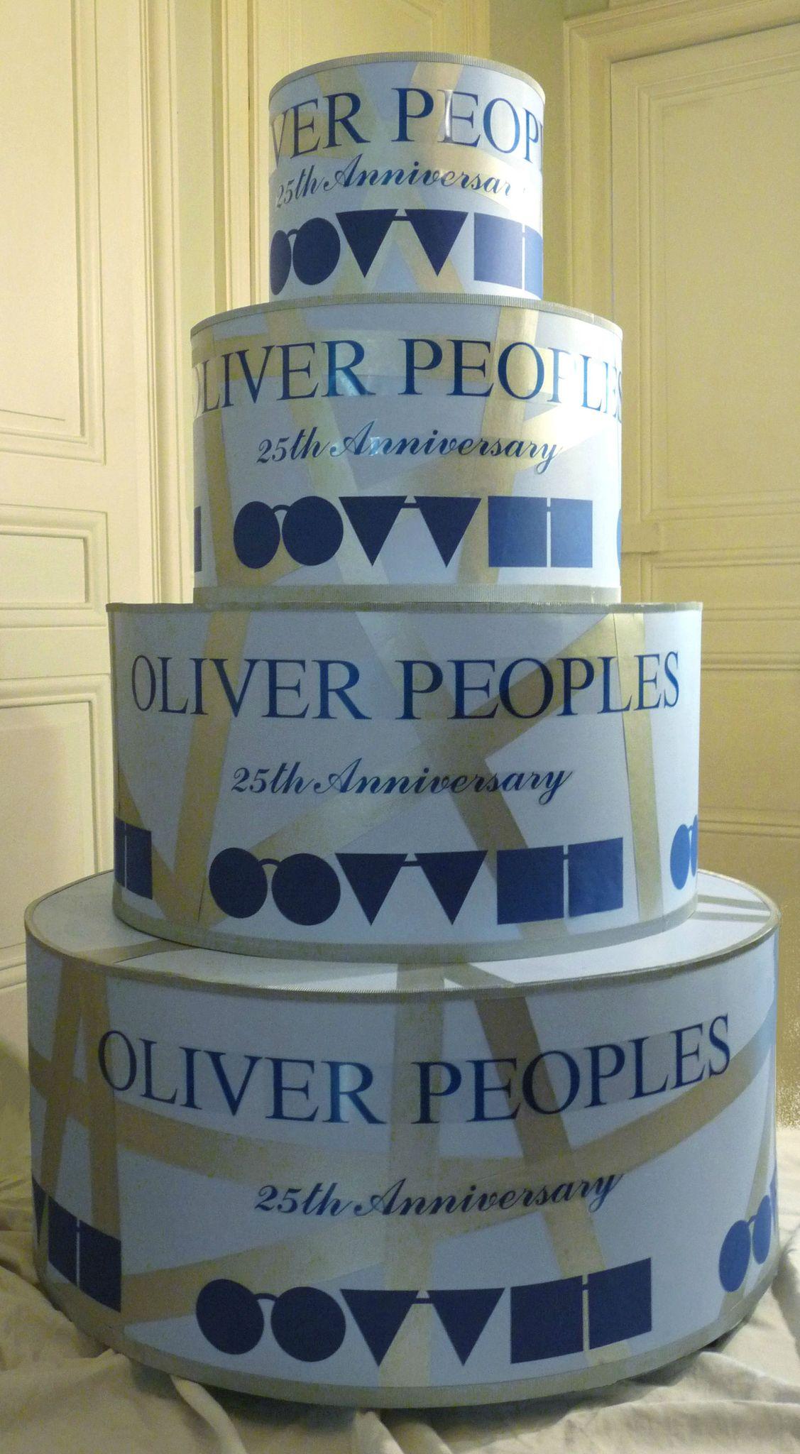 Gâteau en carton géant pour Oliver Peoples, Twotwenty - Photo de ...