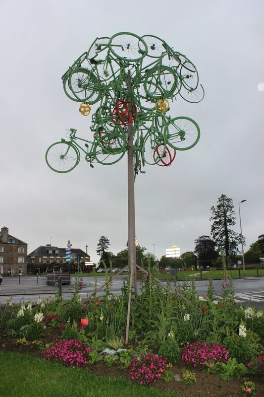 arbre à vélos installation Tour de France 2013 Avranches place Carnot