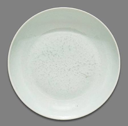 A_white_glazed_porcelain_deep_dish_with_incised_floral_decoration