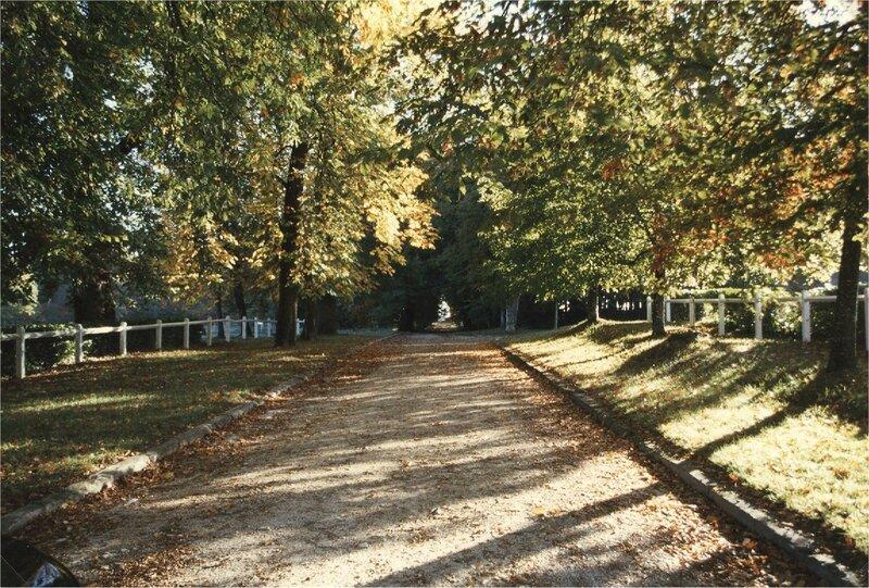 entrée de Borie-Petit en automne