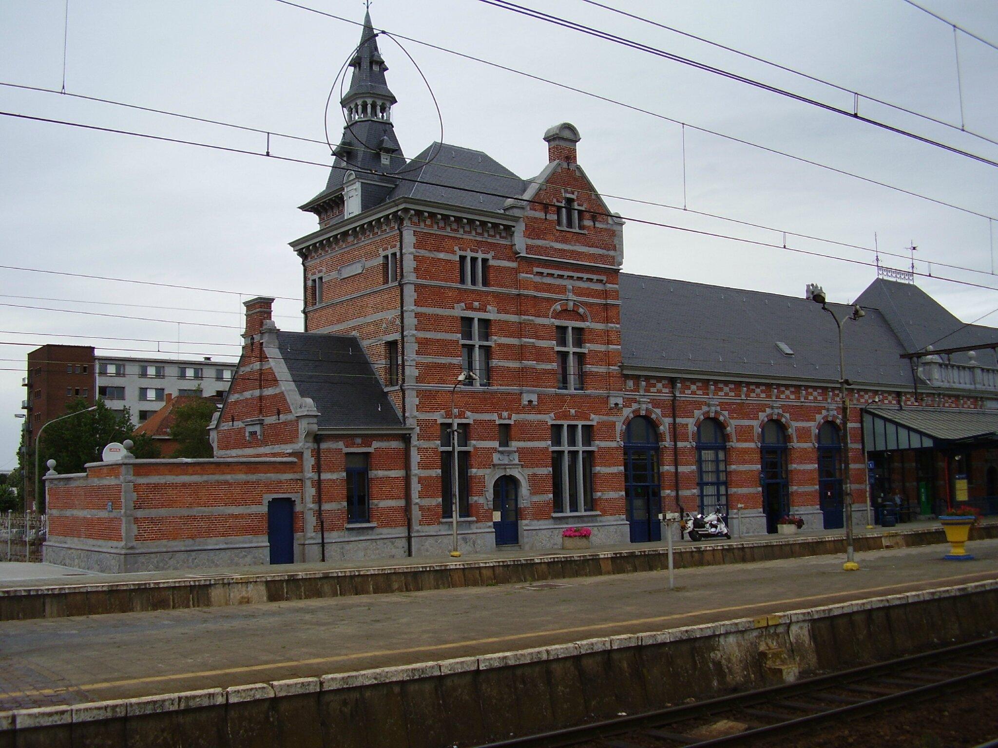 trains et gares de belgique gare de saint ghislain gares et trains. Black Bedroom Furniture Sets. Home Design Ideas
