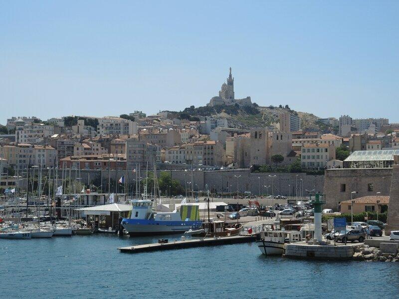 Marseille, le Vieux-Port, vue sur Notre-Dame-de-la-Garde 1 (13)
