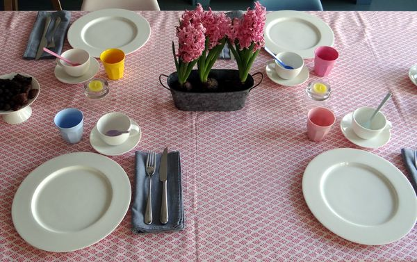 2013 03 Easter table