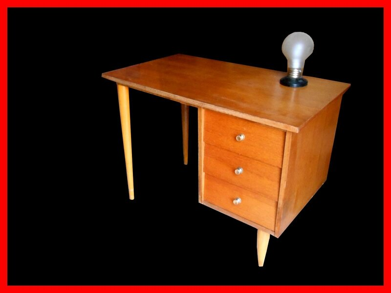 finest bureau vintage annees vendu with customiser un bureau en bois. Black Bedroom Furniture Sets. Home Design Ideas
