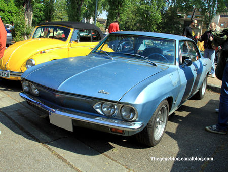 Chevrolet_corvair_500_hardtop_sedan_de_1965__Retrorencard_mai_2011__01