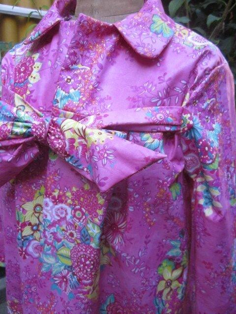 Ciré AGLAE en coton enduit Rose fushia imprimé fleuri, fermé par un noeud (4)
