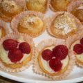 Petits choux et mini tartelettes aux fruits rouges