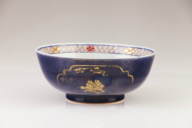 A Chinese export porcelain punch-bowl, Qianlong Period (1736-1795)