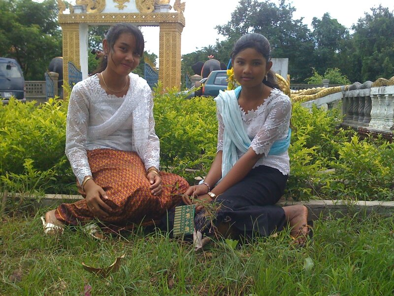 Leakhena and Pisey at Pagoda