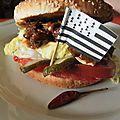 Burger à l'effilochée de porc et sauce mûres et sirop d'érable: un pont entre le nouveau monde et les monts d'arrée
